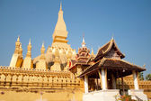 Wat Thap Luang in Vientiane, Laos on blue sky background — Stock Photo