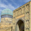 A large gate and a tower with a dome of an ancient madrasah in Samarkand, Uzbekistan — ストック写真