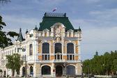 Bâtiment administratif dans la ville de nijni novgorod près du kremlin — Photo