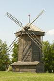 Velho moinho de madeira em suzdal, rússia — Foto Stock