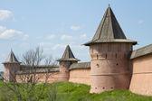 在苏兹达尔的墙和塔斯 euthymius 修道院 — 图库照片