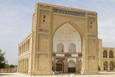 El edificio de las madrasas en ciudad antigua de asia central — Foto de Stock