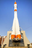 SAMARA, RUSSIA - MAR 9  Celebrated its 80th anniversary of the first cosmonaut Yuri Gagarin on February 22, 2014 in Samara  Soyuz rocket around the building in Samara Space Museum — Zdjęcie stockowe