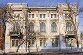 Velmi stará budova na rohu ulice Samara — Stock fotografie