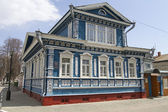 GORODETS, RUSSIA - MAY 01: Small wooden house with carved patterns on May 1, 2014 in Gorodets. — Stock Photo