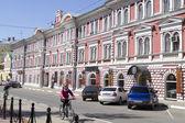 Ancient buildings on the street Rozhdestvenskaya in Nizhny Novgorod — Stock Photo