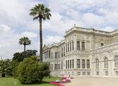 Byggnaden av dolmabahce-palatset i istanbul — Stockfoto
