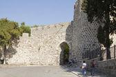 Many tourists visit the Fortress Kadifekale Izmir — Foto Stock