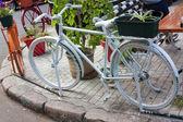 Bicicleta blanca — Foto de Stock