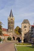 церковь святого николая и towngate, эйзенах, германия — Стоковое фото