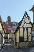 クヴェトリンブルク、ドイツの木骨造りの家が付いている通り — ストック写真