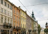 Casas em uma praça do mercado em lviv — Foto Stock