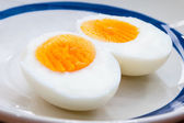 Two halves of a boiled egg — Stock Photo