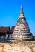The old pagoda at Wat Sao Thong Thong temple in Ko Kret Nonthaburi-Thailand — Stock Photo