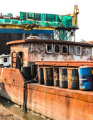 The abandoned old rusty ship in the shipyard — Stock Photo