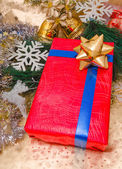 Christmas presents box and ornaments decoration — ストック写真