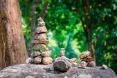 Stacked stones in balanced pile in the forest — Foto Stock