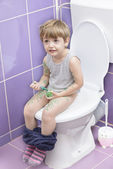 Baby on the Toilet — Stockfoto