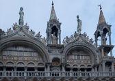 Teil der fassade der kathedrale von san marco — Stockfoto