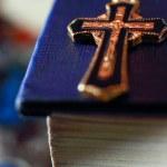 Cross on the Bible — Stock Photo