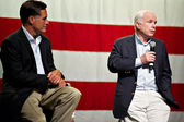 Mitt Romney and Senator John McCain appear at a town hall meetin — Stock Photo