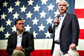 Mitt Romney and Senator John McCain appear at a town hall meetin — Zdjęcie stockowe