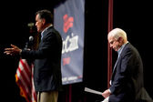 Mitt Romney and Senator John McCain appear at a town hall meetin — Stok fotoğraf