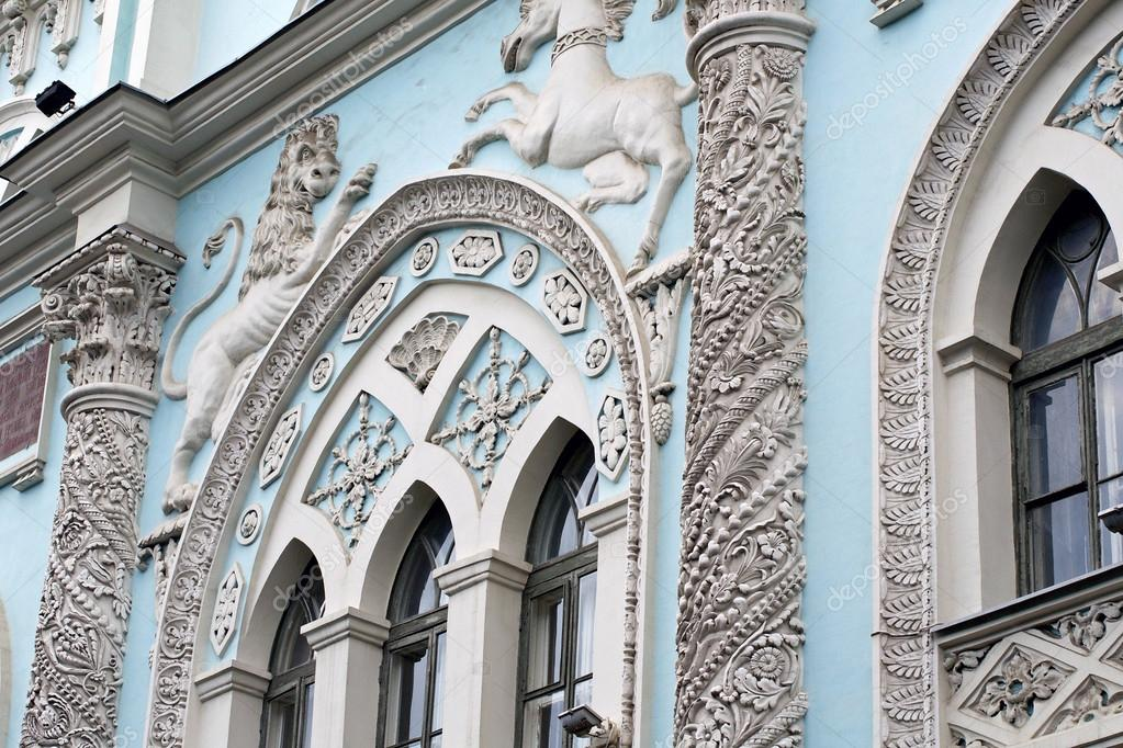 Facade details of building in the center of Moscow, Russia — Stock Photo #13375516