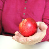 An apple in the hand — 图库照片
