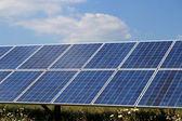 Sistema fotovoltaico - energías renovables — Foto de Stock