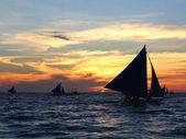 Boracay zonsondergang zeilen, grote zeil — Stockfoto
