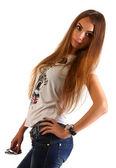 Portrait de la belle jeune femme avec des cheveux longue ligne droite brun posant isolé sur fond blanc — Photo