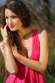Chica al aire libre en la naturaleza — Foto de Stock