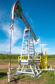 Olja pump jack i drift — Stockfoto