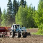 Tractors planting farm fields — Stock Photo