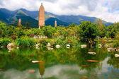 Reflejo de las tres pagodas en dali. — Foto de Stock