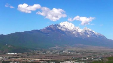 Dragon Snow Mountain in Lijiang , Yunnan China — Stock Video