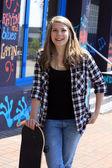 Nastolatka z deskorolka — Zdjęcie stockowe