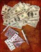 Financiën achtergrond van geld voor business, gezondheid concept. geneeskunde, spuit en pillen. retro vintage kaart — Stockfoto
