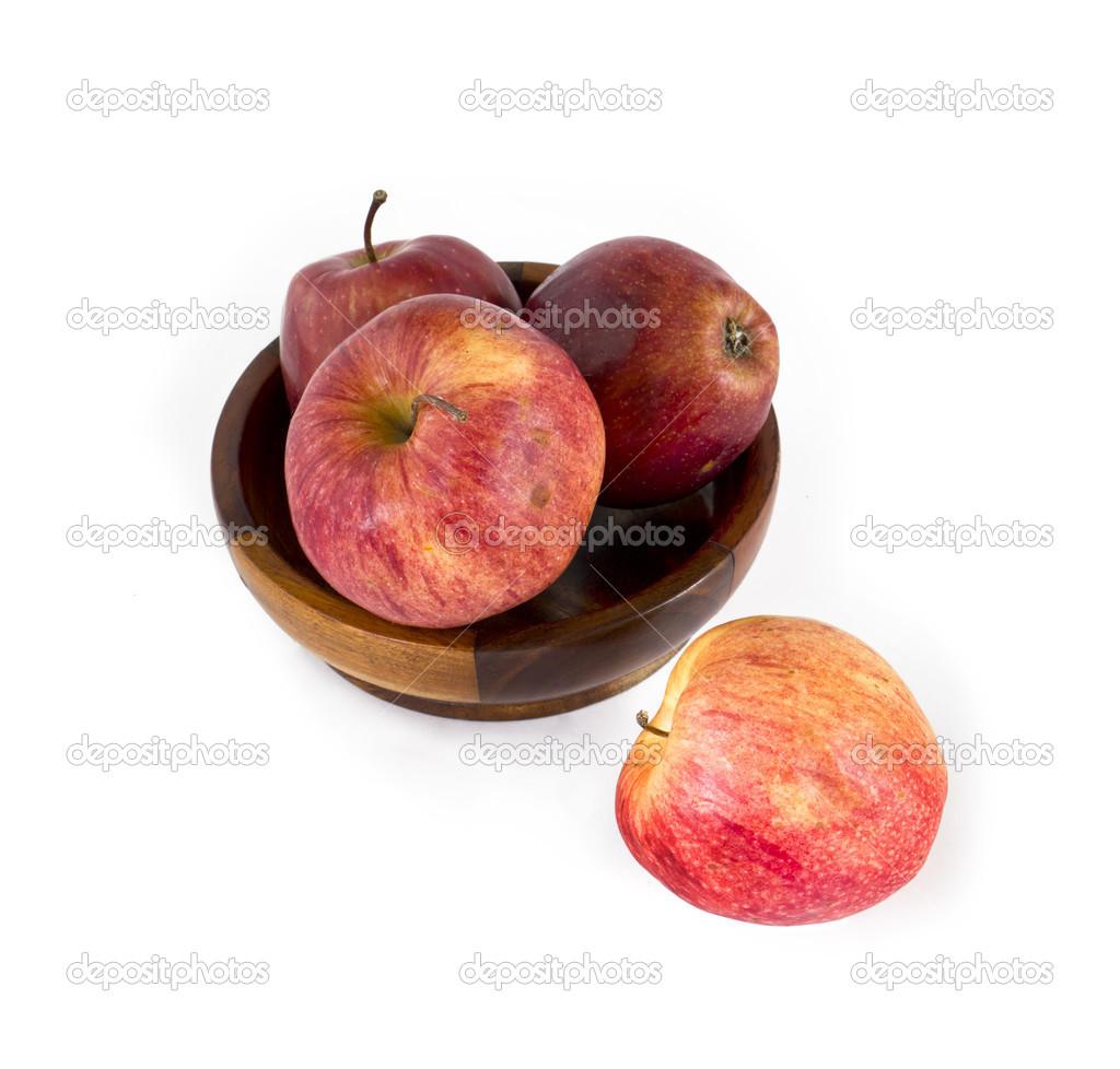 新鲜成熟的红苹果,在盘子里