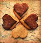 San valentino sfondo con cuori di biscotto e vecchia carta — Foto Stock