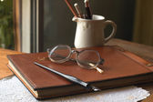 Busines concept with retro glasses, notebook, ink pen — Zdjęcie stockowe