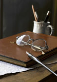 Busines concept with retro glasses, notebook, ink pen — Stock Photo