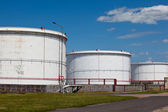 Tanques de almacenamiento de la refinería — Foto de Stock