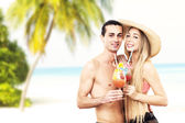 Portrait of couple with cocktails, on the beach — Stock Photo