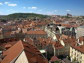Prag kalesi ve petrin eski belediye binasında üzerinden görüntülemek — Stok fotoğraf