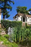 "Artificial waterfall ""Ruins"" in the arboretum Alexandria — Stock Photo"