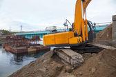 Excavator builds a bridge. — Stock Photo