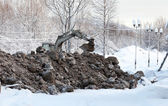 Excavator digging frozen ground — Foto Stock