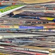 Messy stack of newspapers — 图库照片